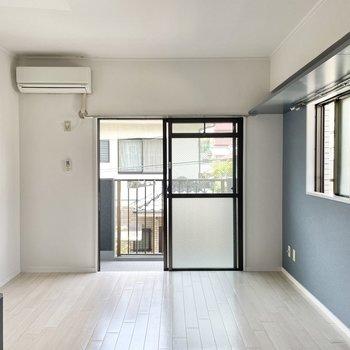 お部屋はぽかぽかの南向き。小窓からも陽光がしっかり差し込みます。