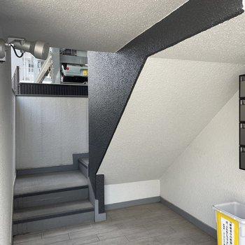 お部屋までは階段です。2階なので楽ちん!