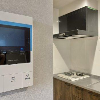 TVモニターフォンはキッチンそばに。(※写真は1階の同間取り別部屋のものです)