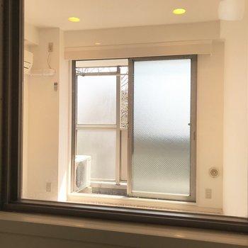 お風呂場からのぞいてみました※写真は3階の同間取り別部屋のものです