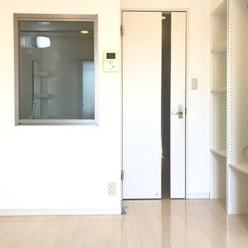 右の収納には※写真は3階の同間取り別部屋のものです