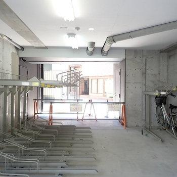 共用部】駐輪場は建物の下でした。