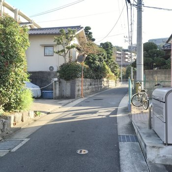 住宅街が広がる、静かな町です。