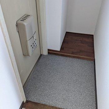 玄関にはシューズボックスはありませんが、