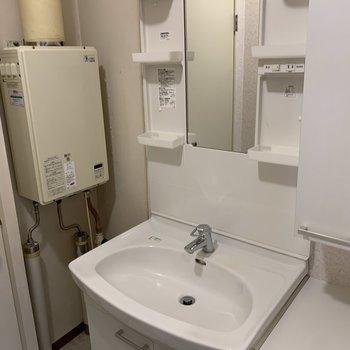洗面台は既存利用になります。収納が沢山あって使い勝手バツグン!