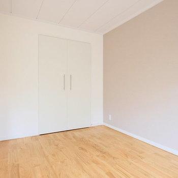 6畳の洋室はどんな用途でも使えそう。※写真は1階の反転間取り、別部屋のもの