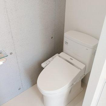 お店のトイレのようだ。※写真は8階の同間取り別部屋のものです