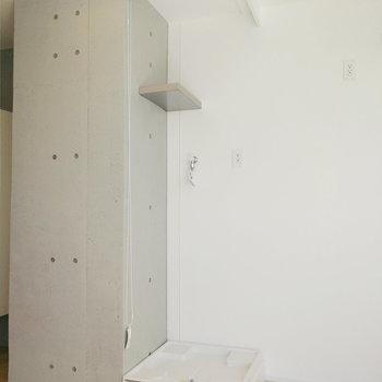 キッチンの向かいに洗濯機がきます。普段はカーテンで隠せる形。※写真は8階の同間取り別部屋のものです