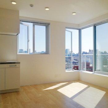 角部屋二面採光の暮らし。※写真は8階の同間取り別部屋のものです