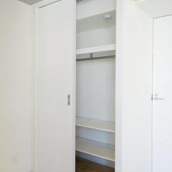収納はこちらのスペースに。※写真は7階の同間取り別部屋のものです