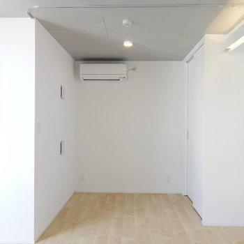 カーテンで仕切れます!※写真は7階の同間取り別部屋のものです