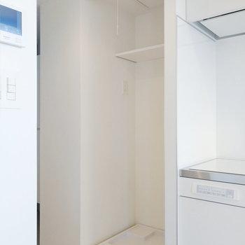 洗濯機が隣にきます。カーテンで隠せますよ!※写真は7階の同間取り別部屋のものです