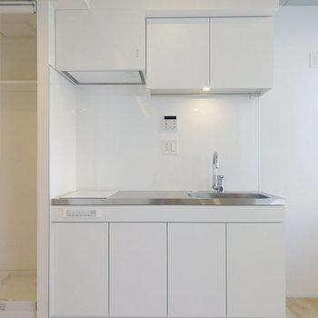キッチンも広々しているので、料理しやすそうです。※写真は7階の同間取り別部屋のものです
