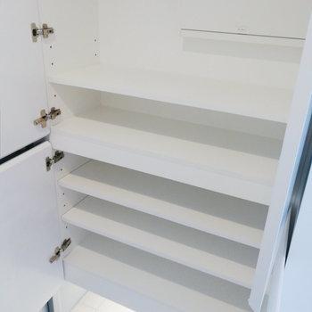 靴箱はなかなかの容量です。※写真は7階の同間取り別部屋のものです