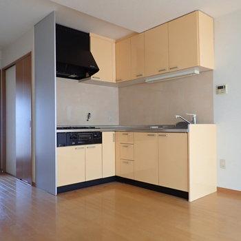 さてさてキッチン!お家の外観とカラーが統一されていますよね!※写真は通電前・クリーニング前のものです