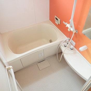 マンゴー色のお風呂です!!これはびっくりかわいい!※写真は通電前・クリーニング前のものです