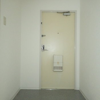 玄関はシューズボックスを設置しましょう!※写真は通電前のものです