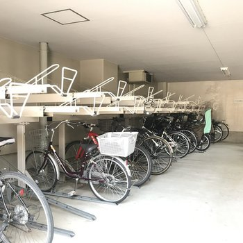 屋内型の駐輪場です。