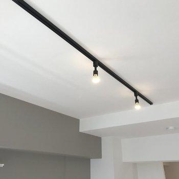 【LDK】天井にはライティングレール。