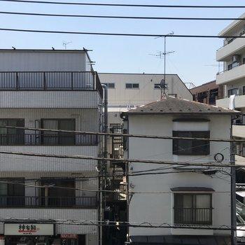 眺望はお隣の住宅です。