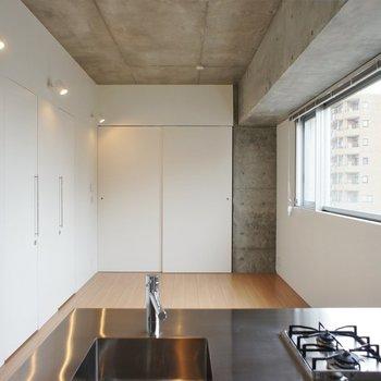 無駄を省き出来たシンプルな空間。※写真は5階の同間取り別部屋のものです