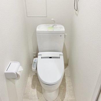トイレは温水洗浄付き。嬉しい設備です♪