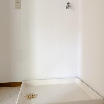 脱衣所に洗濯機置き場があるので導線も良し。