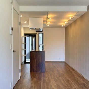 縦長の造りなので家具の配置がしやすいですよ。
