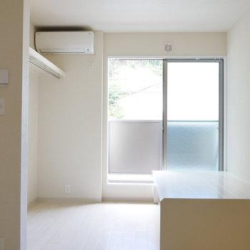 内装、真っ白なお部屋。(※写真は別棟2階の同間取り別部屋のものです)