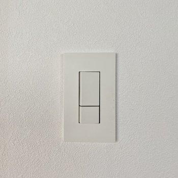 もう1つ、可愛いポイントは照明のスイッチ。スタイリッシュで無駄がないんです。