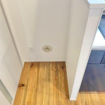 冷蔵庫は左隣に置けそうです。サイズは事前に確認しておきましょう!