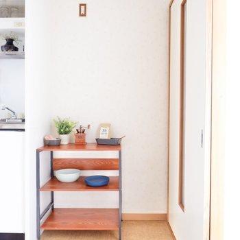 サイドには冷蔵庫が設置できます。