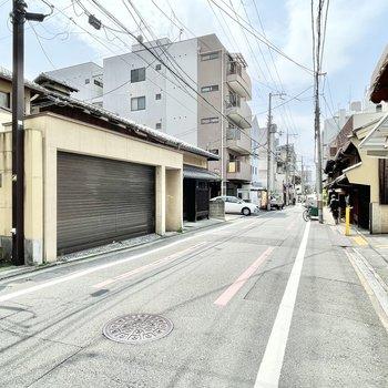 京都の中心地に近いですが、お部屋の周辺は落ち着いたエリアに。