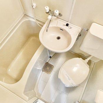 こちらがバスルーム。3点ユニットです。