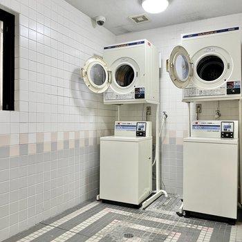 【共用部】室内の洗濯機置き場とは別に、共用部にもランドリー室がありました。