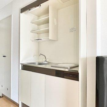 キッチンはコンパクトサイズ。