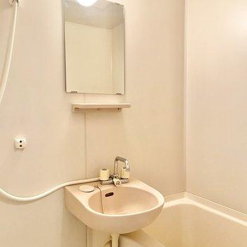 バスルームも2点ユニットでコンパクトに。