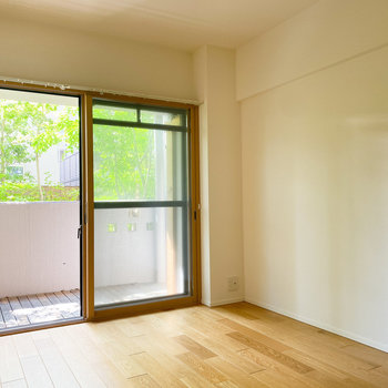 【洋室ー南西】こちらは寝室として、ゆったりとくつろいで下さい。