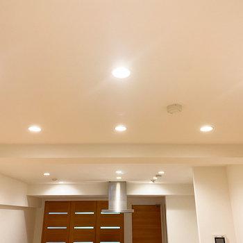 【LDK】お部屋全体をムラなく照らしてくれるダウンライト◎