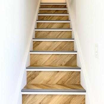 続いて階段を上って3階へ。