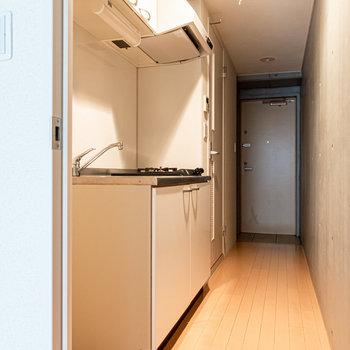 キッチン周りはどうでしょうか。※写真は2階の同間取り別部屋のものです