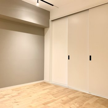 【LDK】個室の間を引き戸で仕切ると落ち着きのある空間になりますよ。