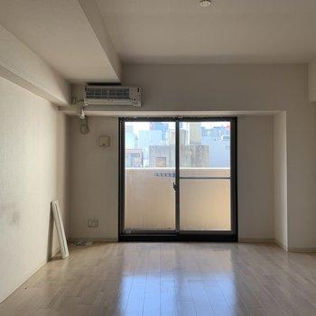 【工事前】青い空が映えるこの部屋、完成をお楽しみに