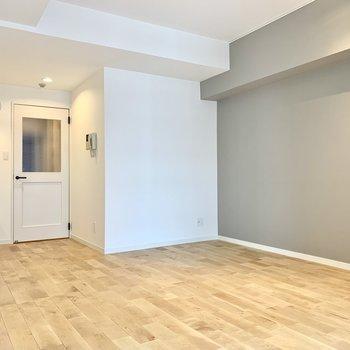 【LDK】お気に入りのソファやプーフを置いてくつろぎの空間にしたいなぁ。