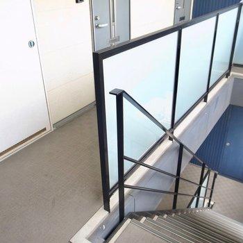 【共用部】お部屋までは階段で。
