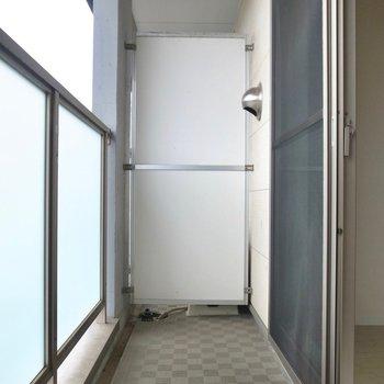 洗濯物を間隔を開けて干せますね。(※写真は3階の反転間取り別部屋のものです)