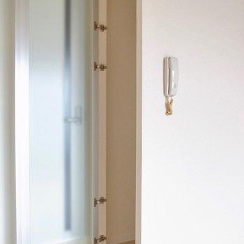 クローゼットのドアもシースルー。(※写真は3階の反転間取り別部屋のものです)