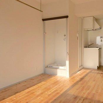 室内洗濯機置場は新しく作られました。(※写真は10階の同間取り別部屋のものです)