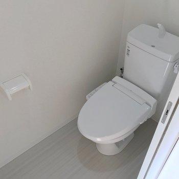 トイレでした。こちらも新品です。(※写真は10階の同間取り別部屋のものです)