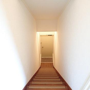 では玄関へ。とその前に、